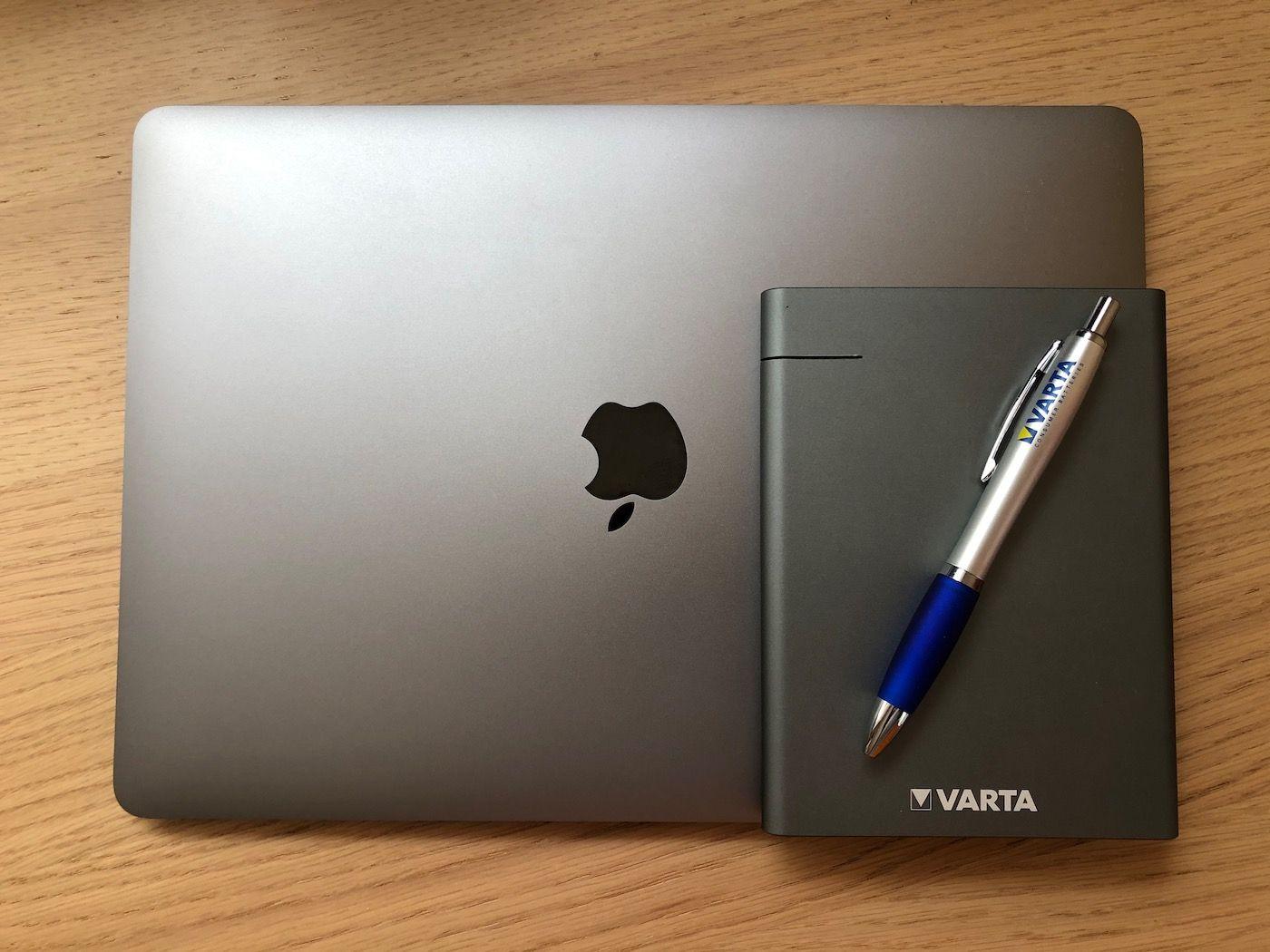Varta PowerBank Slim 12000mAh and MacBook Air Space Gray